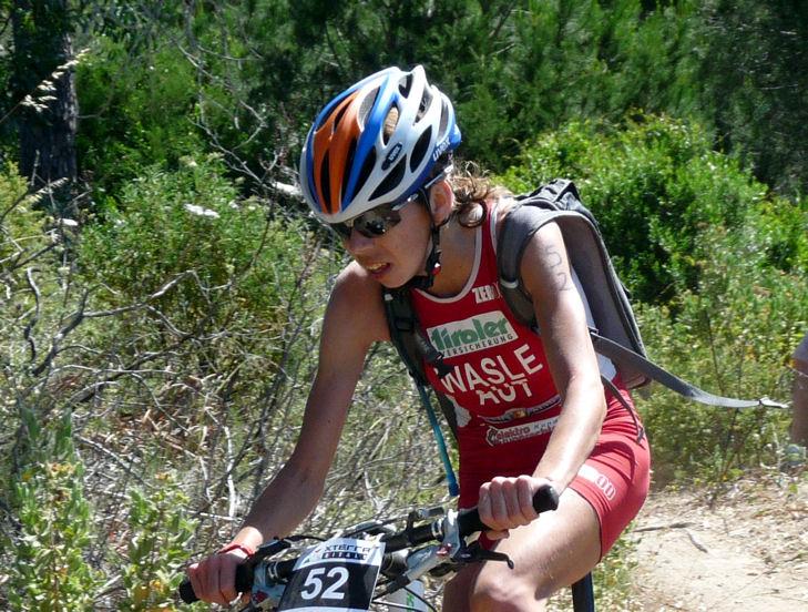 Carina Wasle bei Weltcupauftakt auf dem Podest 1