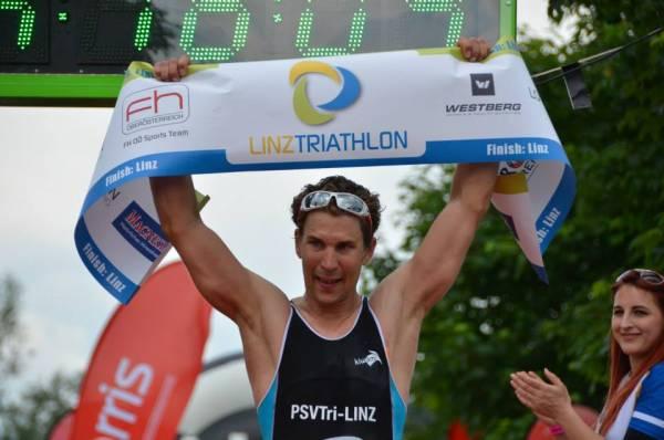 Paul Ruttmann überrascht mit Sieg beim Linz Triathlon 1