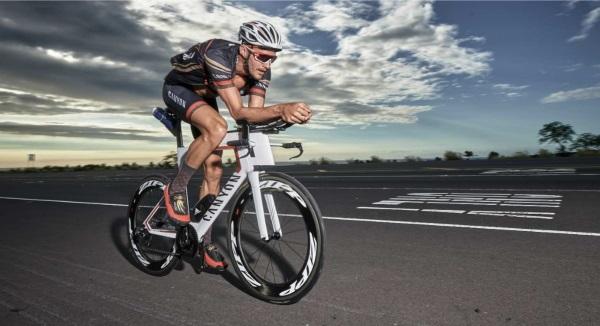 Frodeno auf neuem CANYON Speedmax CF SLX unterwegs 1