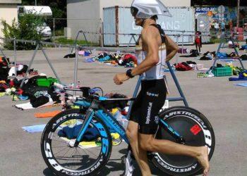 Niko Wihlidal am Weg zum Sieg beim Krems Triathlon 2016