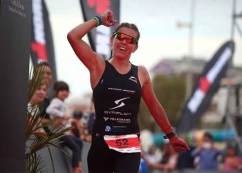 Bianca Steurer feiert ihren zweiten Platz beim IRONMAN 70.3 Pescara | Photo by Charlie Crowhurst/Getty Images for Ironman