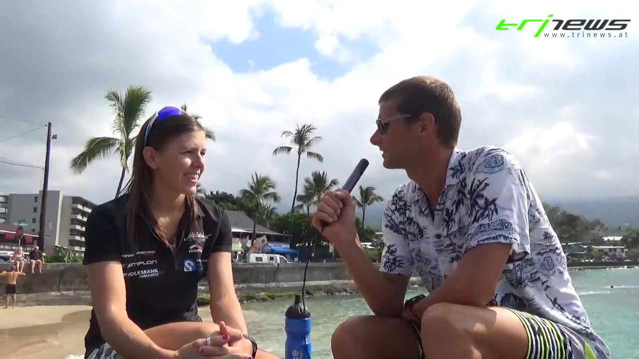 Bianca Steurer beim Interview am berühmten Dig Me Beach auf Hawaii