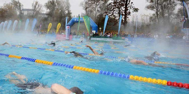 Volles Sportbecken beim 24h Schwimmen in Bad Radkersburg