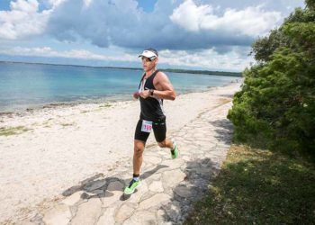 Traumhafte Laufstrecke beim Punta Skala Triathlon