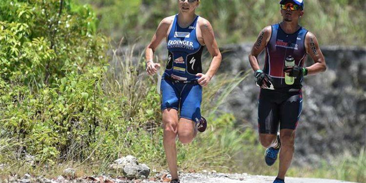 Carina Wasle läuft zu Sieg   Foto: Jamil Buergo