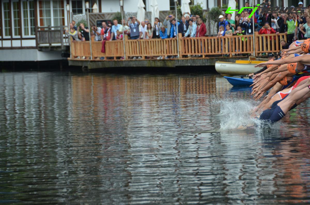 Wer taucht als Erste im Wasser ein?