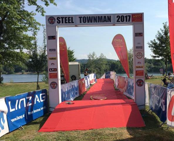 Serie hält: Polizisten gewinnen am Pichlingersee beim Steeltownman 7
