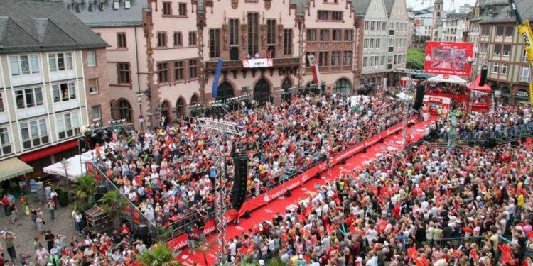 Zieleinlauf beim IRONMAN Frankfurt