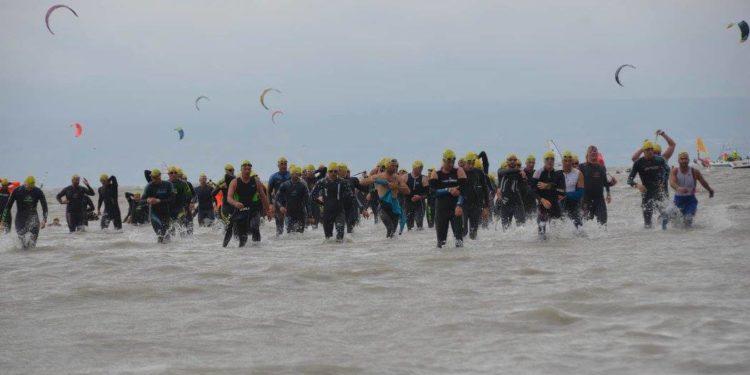 Austria Triathlon Podersdorf: Extrakilometer für Geher im See 1