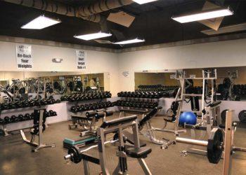 Krafttraining im Fitness Studio