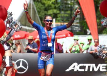 Laura Philipp feiert ihren Triumph beim IRONMAN 70.3 Kraichgau | Photo: Getty Images for IRONMAN