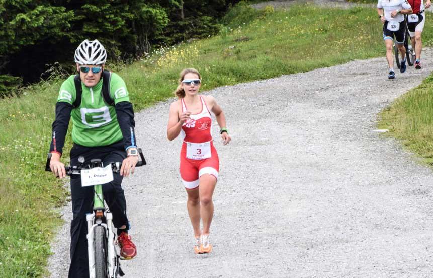 Triathletin bei Trainingsausfahrt angefahren und entführt. 1