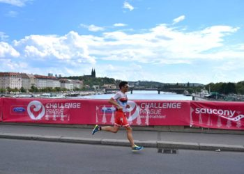 Javier Gomez siegt bei der Challenge Prague 2018