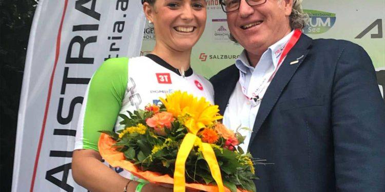 Beatrice Weiß feiert beim Trumer Triathlon den Staatsmeistertitel über die Mitteldistanz