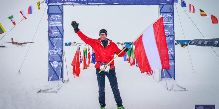 Günter Engelhart beim Marathon in der Antarktis.   Foto: privat