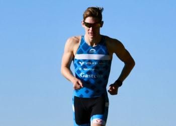 Lukas Pertl beim Training unter blauem Himmel