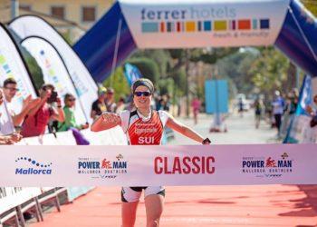 Petra Eggenschwiler gewinnt den Powerman Spain | Foto: Ingo Kutsche